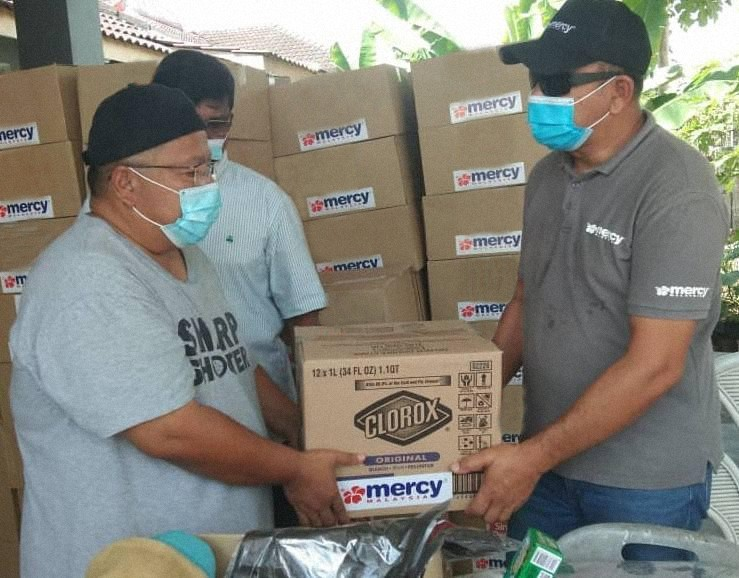 Hygiene Kits for Thousands of Flood Evacuees