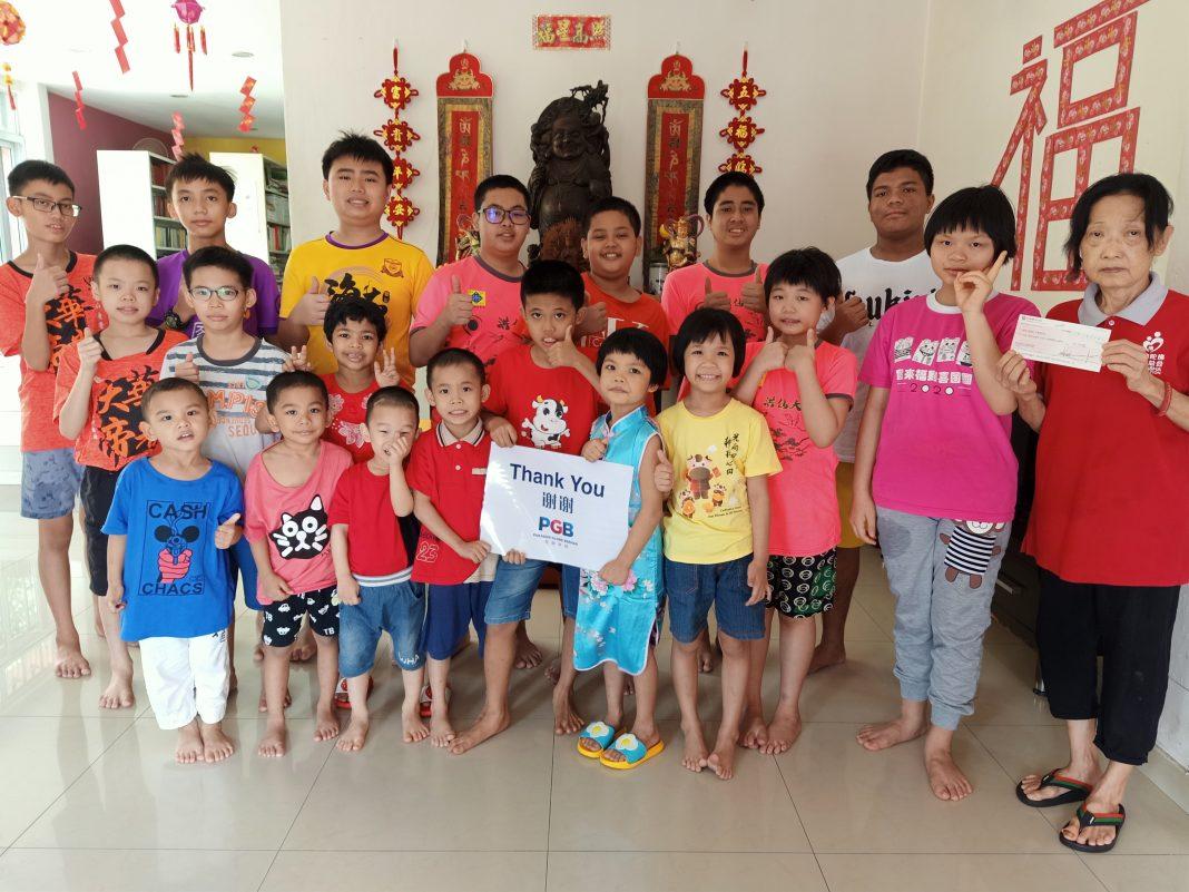 Paragon Globe Donates RM6,000 To Four NGOs During CNY