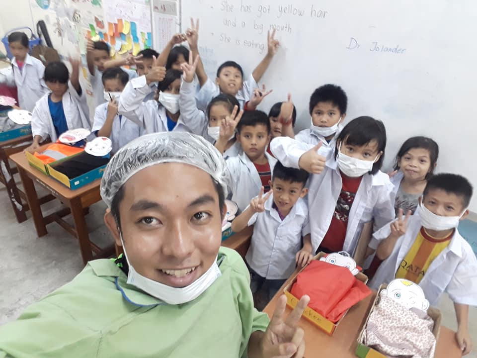 """""""Why bother?"""" A Sarawak Teacher Battles Discouragement, Lack of Basic Necessities to Teach Children in Remote Villages"""